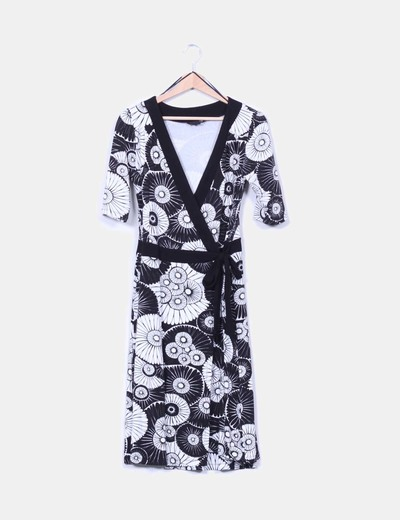 Vestido midi cruzado estampado blanco y negro H&M