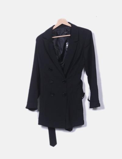 Mono negro estilo blazer