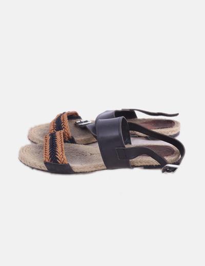 Sandalia plana combinada