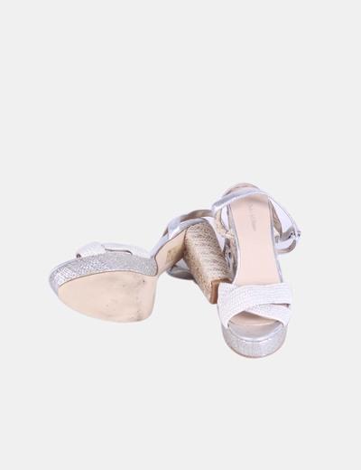 Sandalia beige y plateada combinada