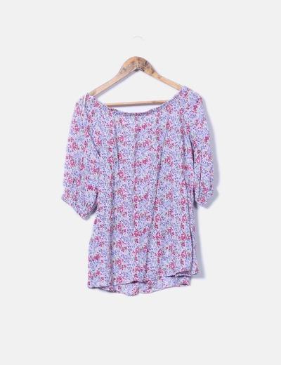 Blusa lila con estampado floral Stradivarius