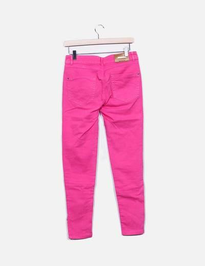 Jeans denim fucsia con cremalleras