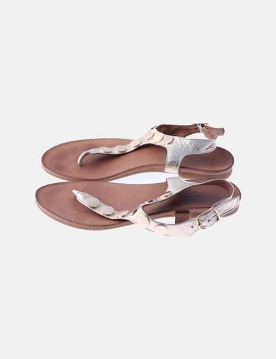 Sandalia plana glitter dorada