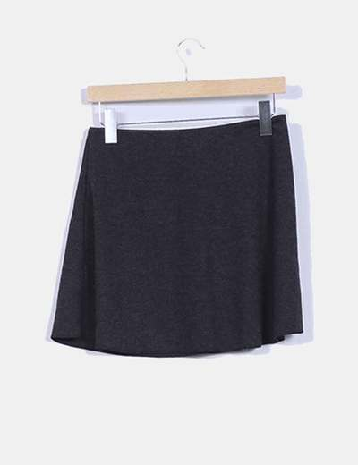 Falda negra avolantada