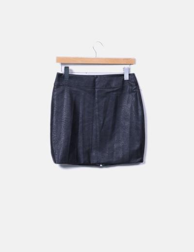 Mini falda polipiel negro bordado con tachas