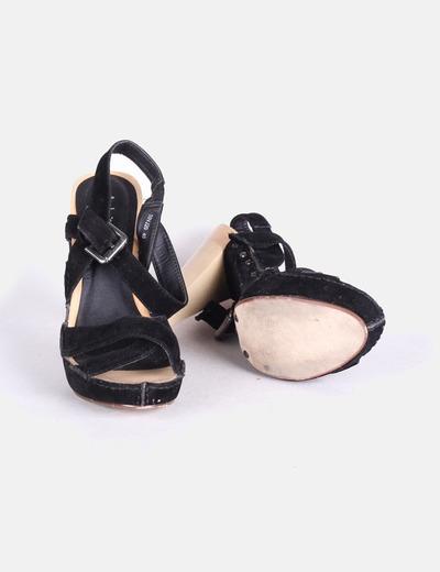 Sandalias antelina negra color madera