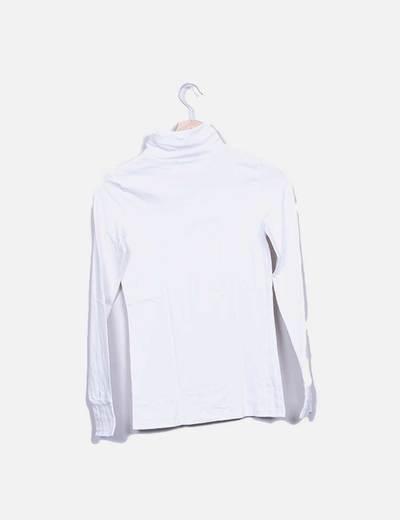 Camiseta blanca cuello cisne