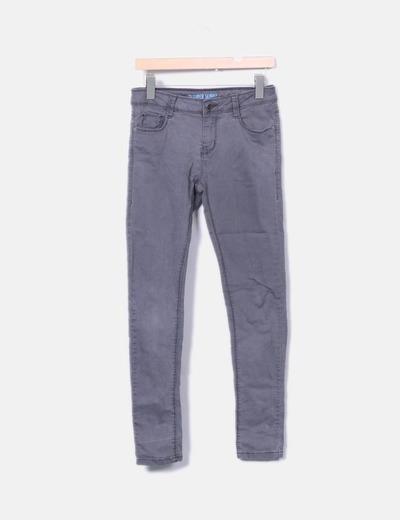 Jeans denim pitillo gris