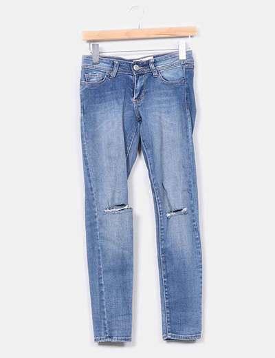 Jeans pitillo tono medio detalles rotos  NoName