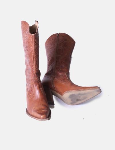 11028eec9 Bershka Bota marrón texturizada tipo cowboy (descuento 72%) - Micolet