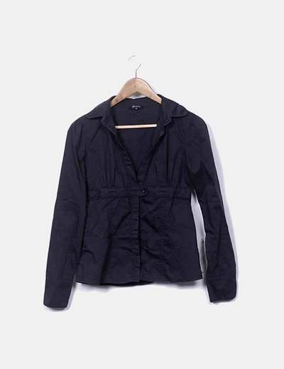 Camisa negra abotonada