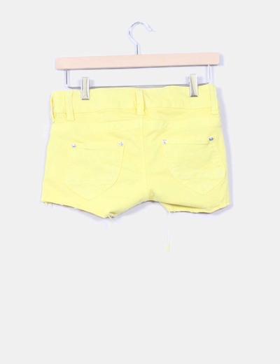 Shorts amarillo fluor