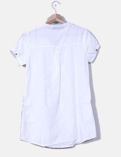 Camisa blanca de manga corta