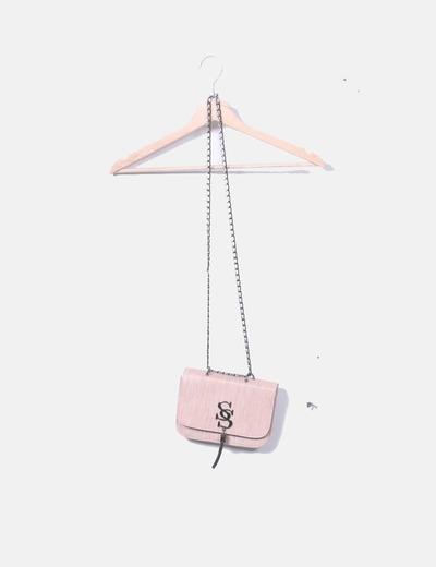 Bolso rosa con cadena