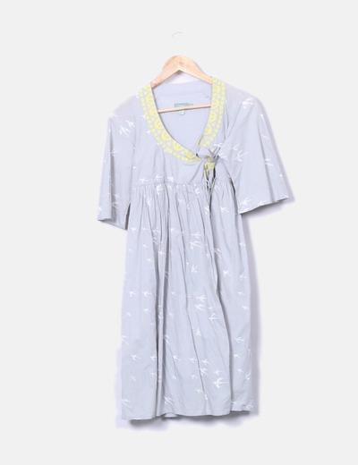 Vestido plisado con bordados