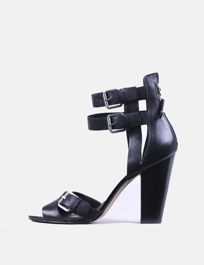 Sandales plate noires -forme Guess