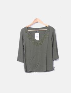 Camiseta verde escote pico Zara e8b1f7ea0c4c