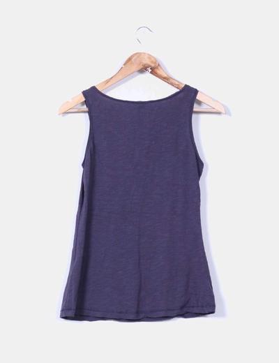 Camiseta azul marina bordada