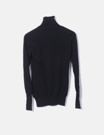 Camiseta negra cuello vuelto