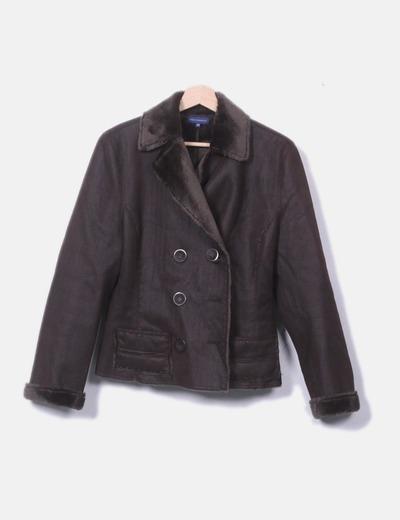 Abrigo marrón con pelo en el interior