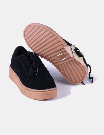 Zapato de plataforma negro de antelina