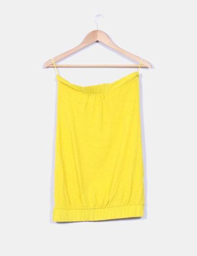 Camiseta amarilla sin mangas