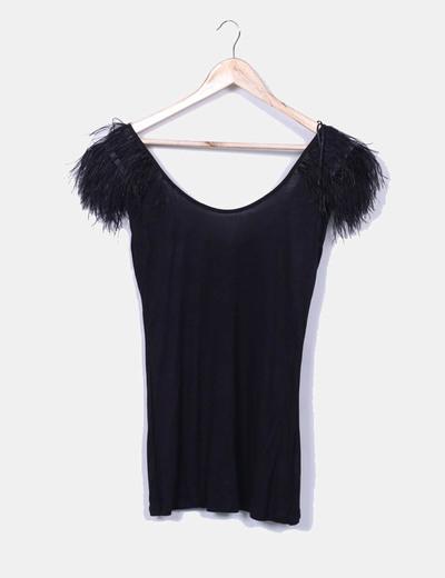 Camiseta negra con plumas Pimkie