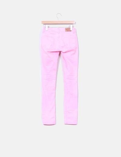 Pantalon rosa fluor con roturas