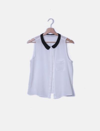 Blusa blanca manga sisa con solapas negras