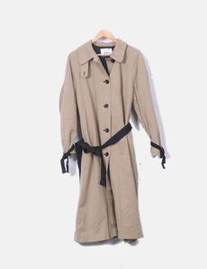 3fccc5907 Gabardina larga beige con cinturón negro Zara