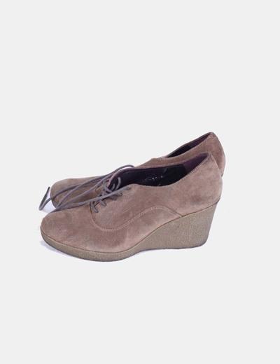 Zapato cuña marrón detalle cordones Ayestaran