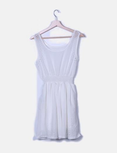 Vestido blanco troquelado