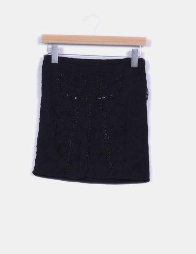 Falda negra detalle pedrería  Lefties