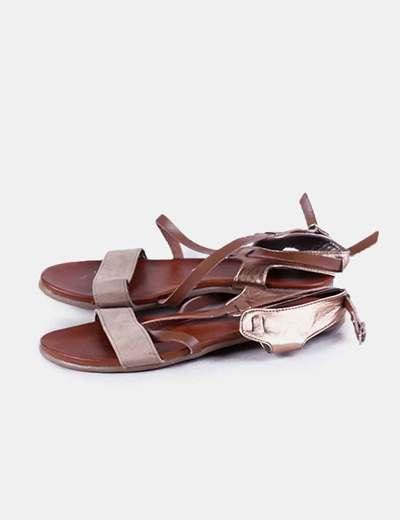 Sandalia plana marrón Top way