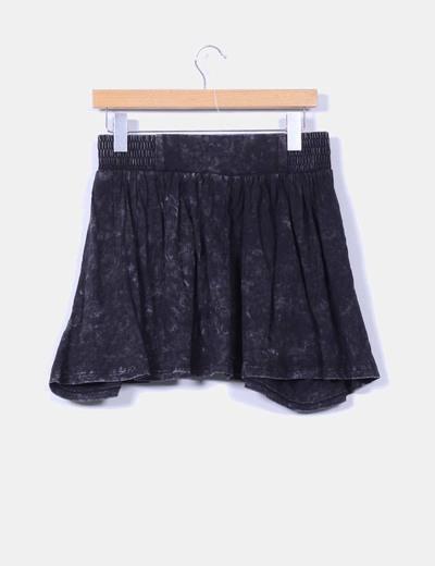 Falda fluida negra efecto desgastado