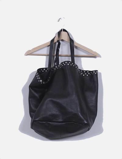 fda562228 Zara Bolso shopper negro con tachas en la parte superior de piel ...