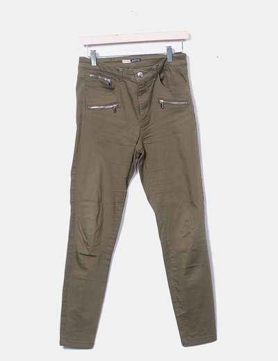 Pantalón pitillo verde con cremalleras