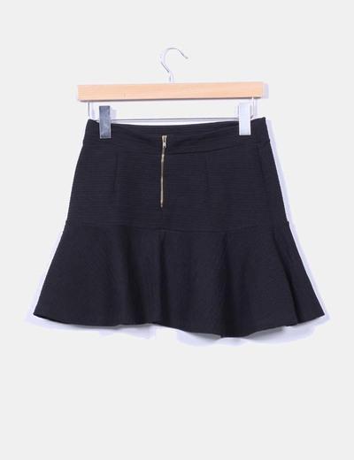 Mini falda negra texturizada con vuelo