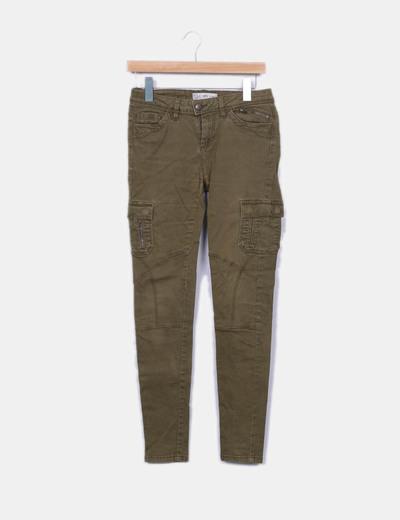 Pantalón verde kaki bolsillos C&A