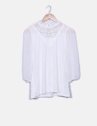 Blusa blanca combinada con crochet H&M