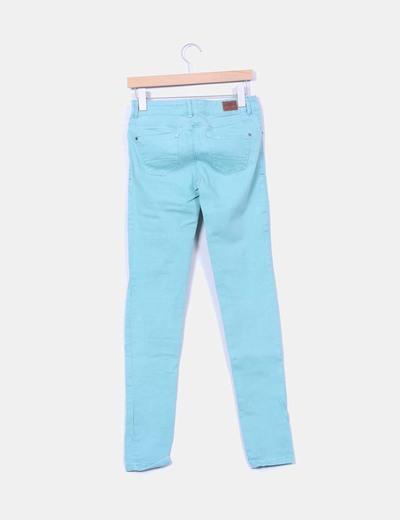 Jeans denim turquesa pitillo