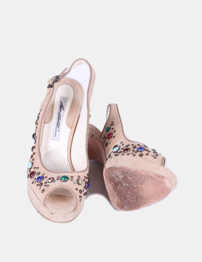 Zapato beige destalonado con piedras de colores