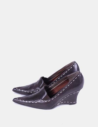 Zapato marrón de punta con cuña Señorita