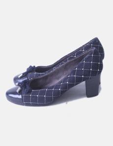b57d913dcb6 Zapatos kitten heels azul marino con tachas Pitillos