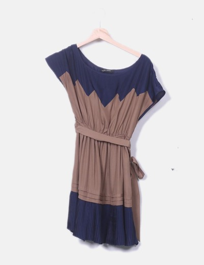 Vestido bicolor detalle plisado