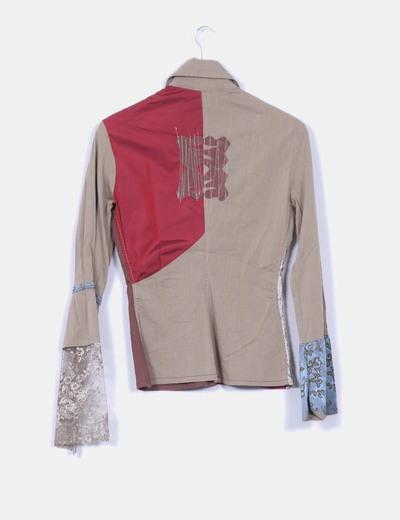 Camisa con varios estampados y bordados