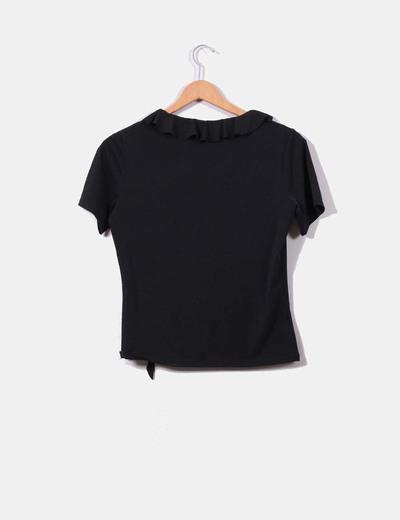 Blusa negra con volantes