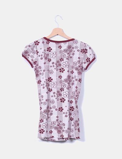 Camiseta burdeos floreada