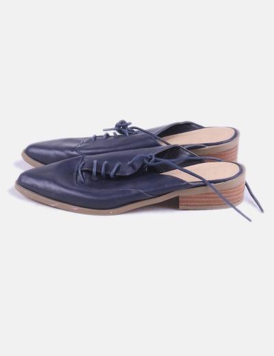 Zapato de punta azul marino destalonado