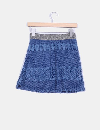Falda azul crochet con cinturilla dorada